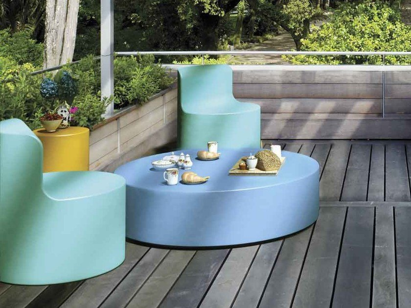 Low round coated foam coffee table EASY | Coffee table by Stratta