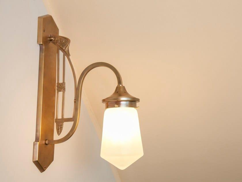 Lampada da parete in ottone COLOGNE I | Lampada da parete by Patinas Lighting