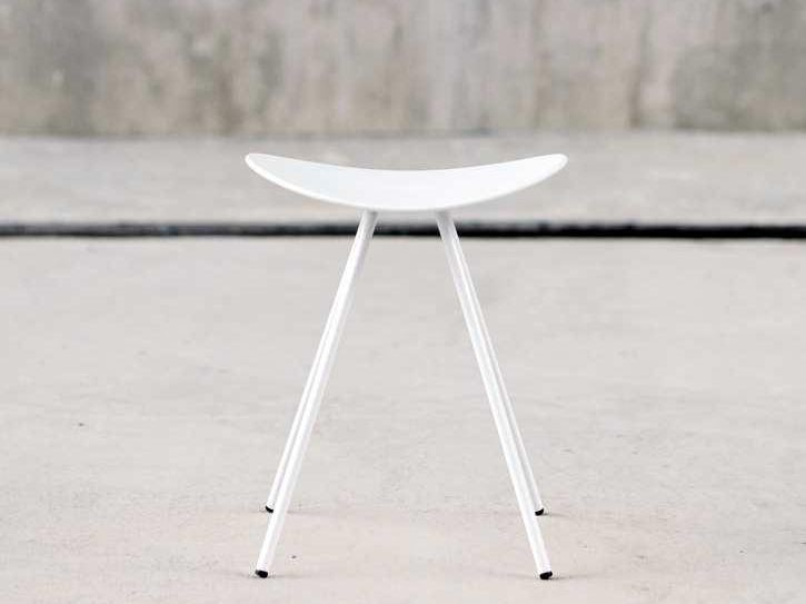 Low trestle-based metal stool COMA 4L | Low stool by ENEA