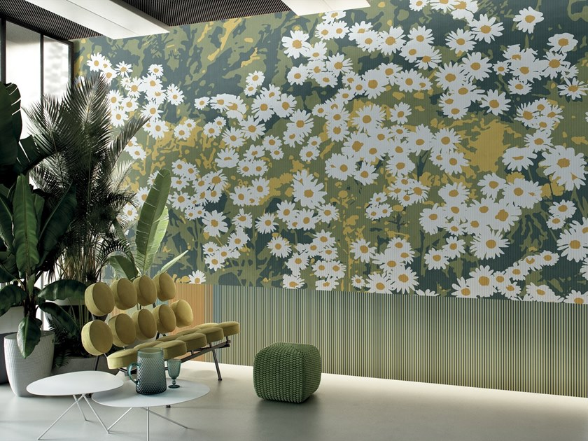 Wallpaper with floral pattern COMPLICITY by GLAMORA