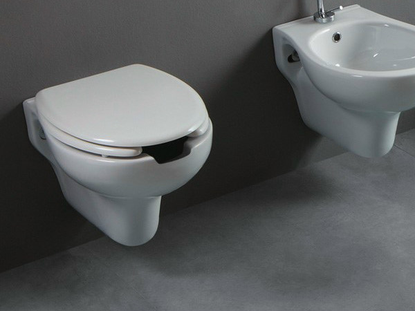 Wall-hung ceramic toilet CONFORT OPEN | Wall-hung toilet by Alice Ceramica