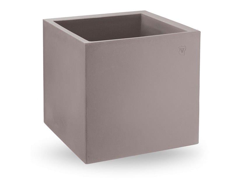 Low polyethylene vase COSMOS CUBO by Lyxo Design