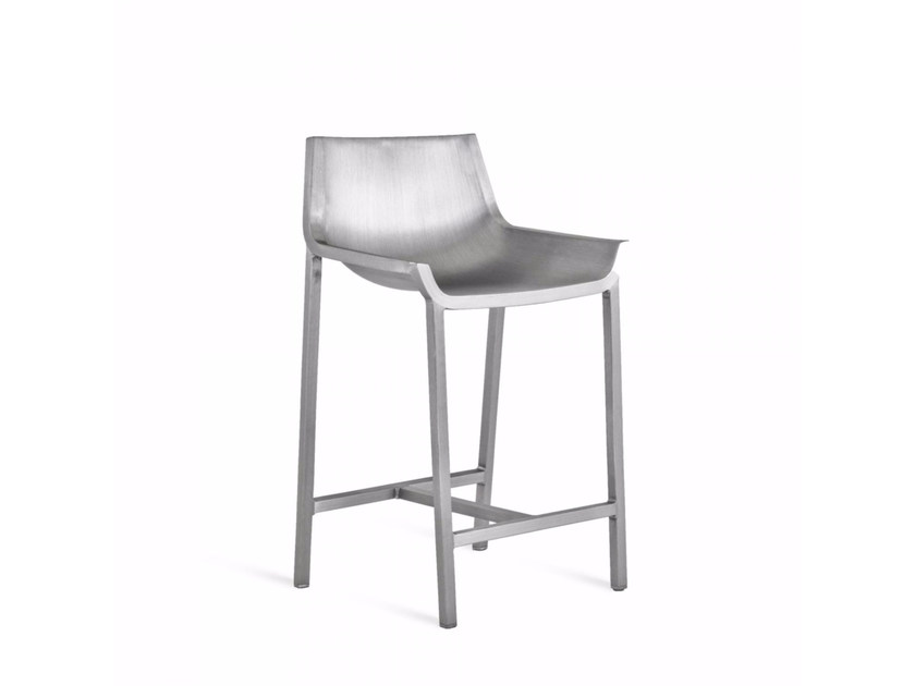Aluminium garden stool with back SEZZ | Stool with back by Emeco