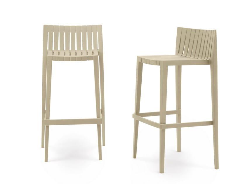 Polypropylene garden chair with footrest SPRITZ | Chair by VONDOM