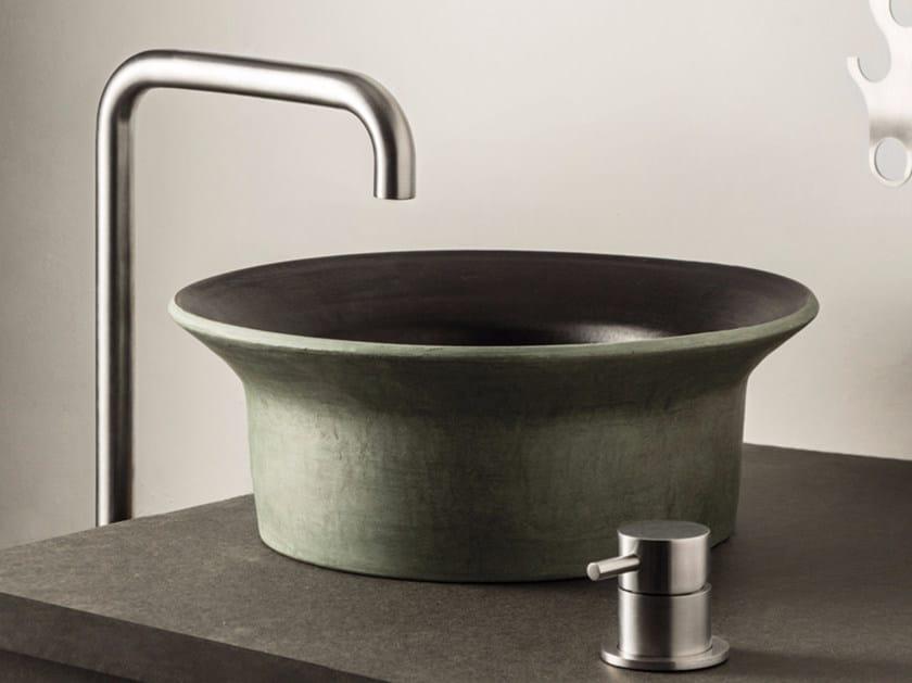 Miscelatore per lavabo a 2 fori da piano STIRIANA | Miscelatore per lavabo da piano by MINA