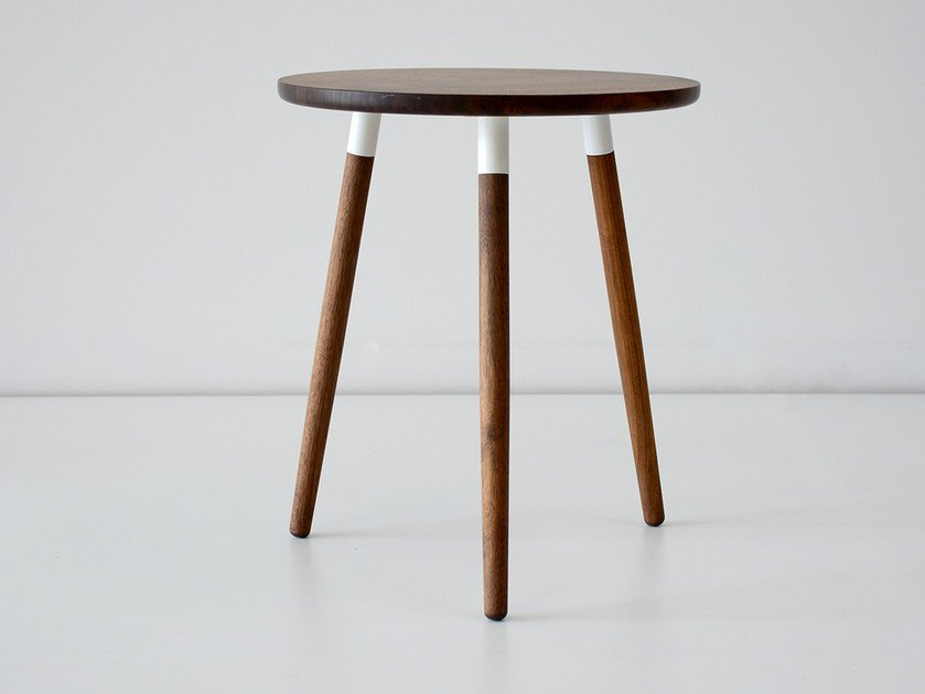 Round walnut coffee table for living room CRESCENTTOWN | Walnut coffee table by hollis+morris