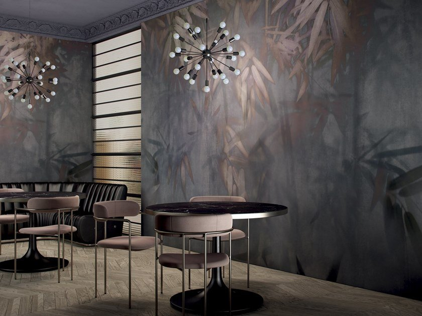 Wallpaper with floral pattern CRYSTAL NOIR by GLAMORA