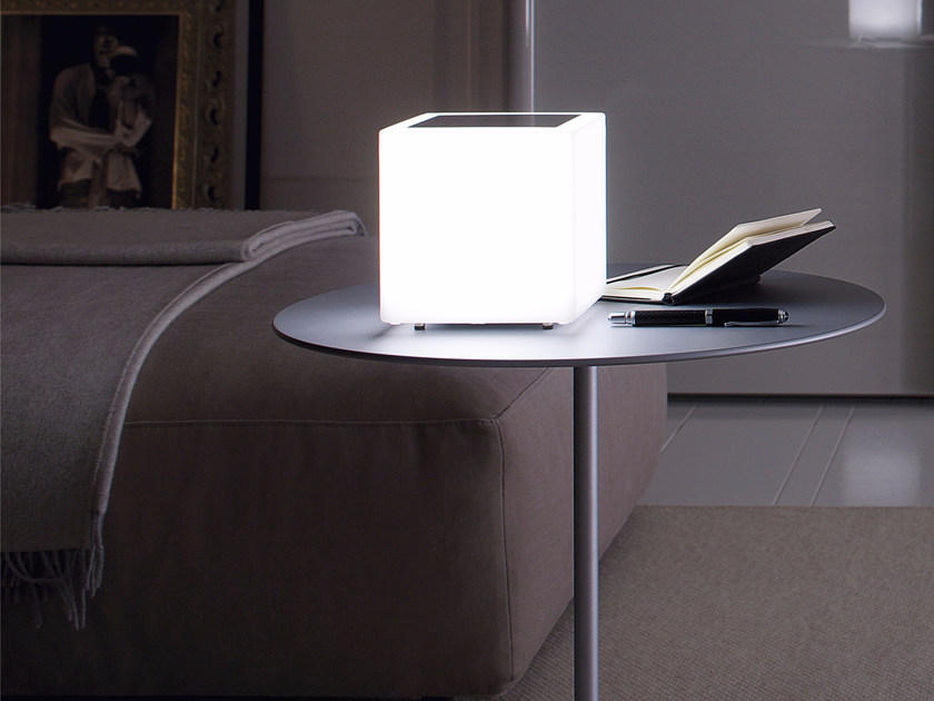 LED polyethylene table lamp CUBE | Table lamp by GLIP by S.I.L.E