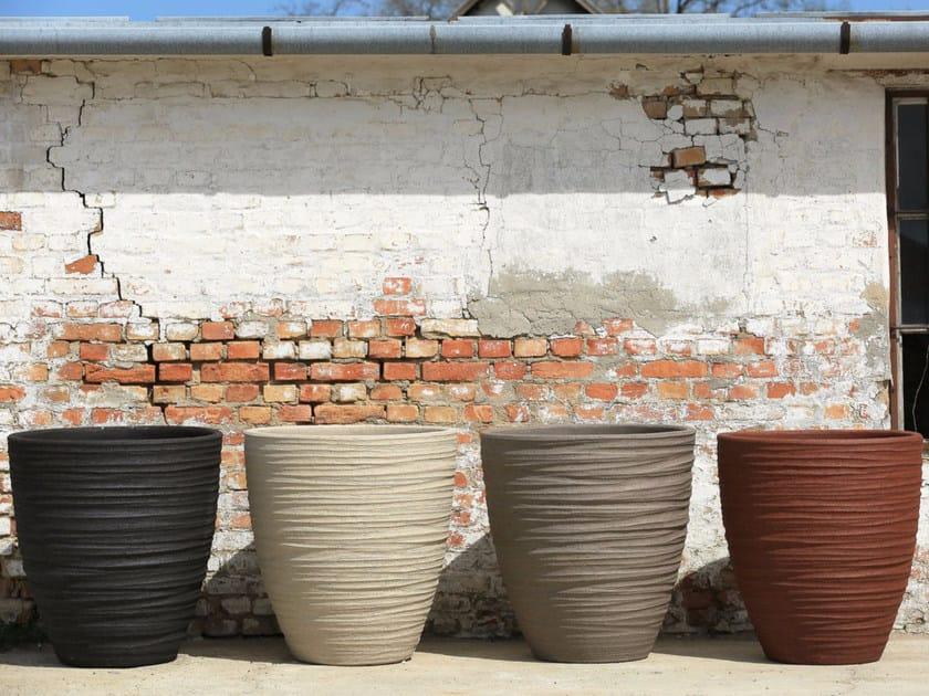 Terracotta garden vase DALA by Domani