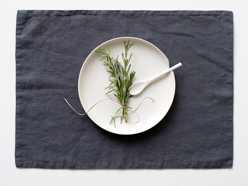Rectangular washed linen placemat DARK GREY | Placemat by Linen Tales
