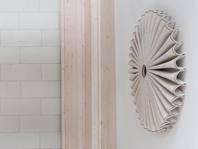 Pannello acustico a parete in feltro BuzziPleat by BuzziSpace