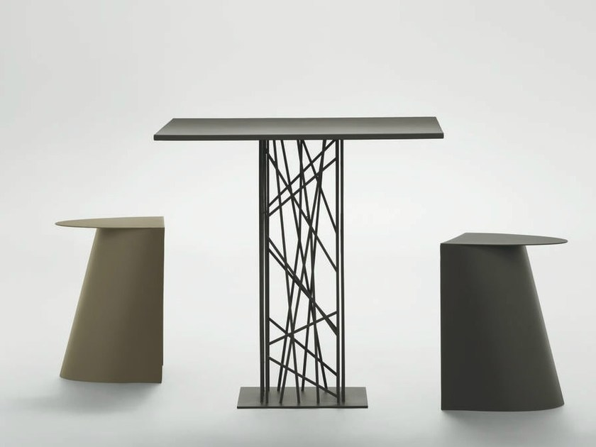 Square metal table DEFRAME | Metal table by da a