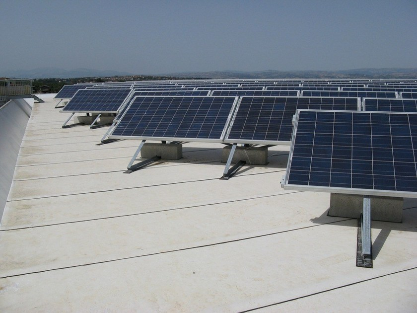DERBIBRITE NT® Manto bianco DERBIBRITE NT abbinato a impianto fotovoltaico c-Si