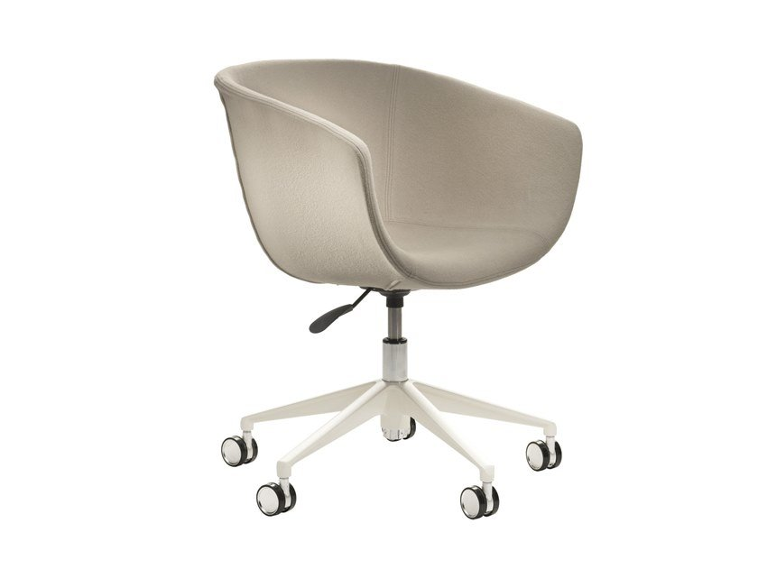 Task chair with 5-Spoke base with casters DERBY | Fabric task chair by Segis