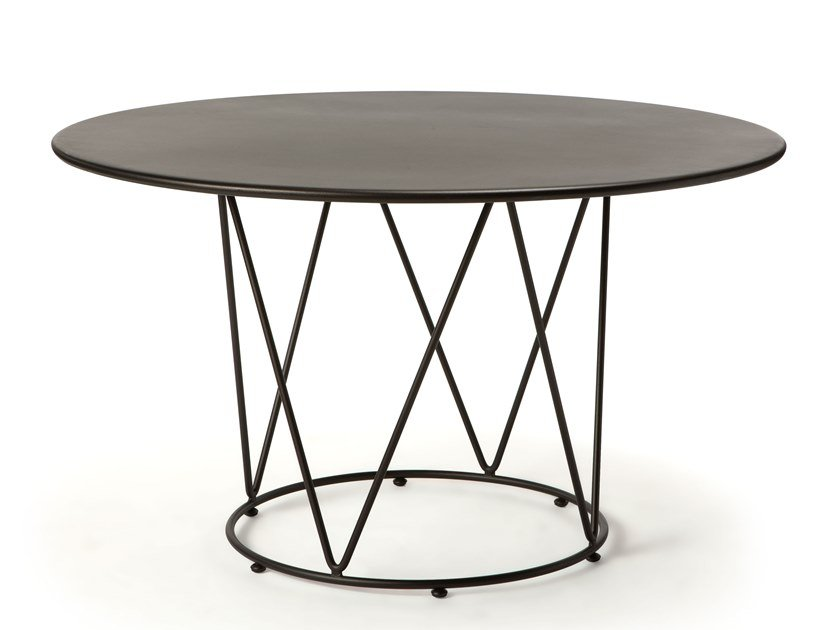 Round metal garden table DÉSIRÉE | Round table by Vermobil