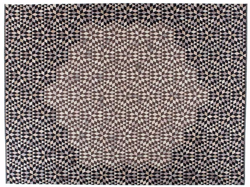 Rectangular rug with geometric shapes DIAMOND MEDALLION BLACK&CREAM by Golran