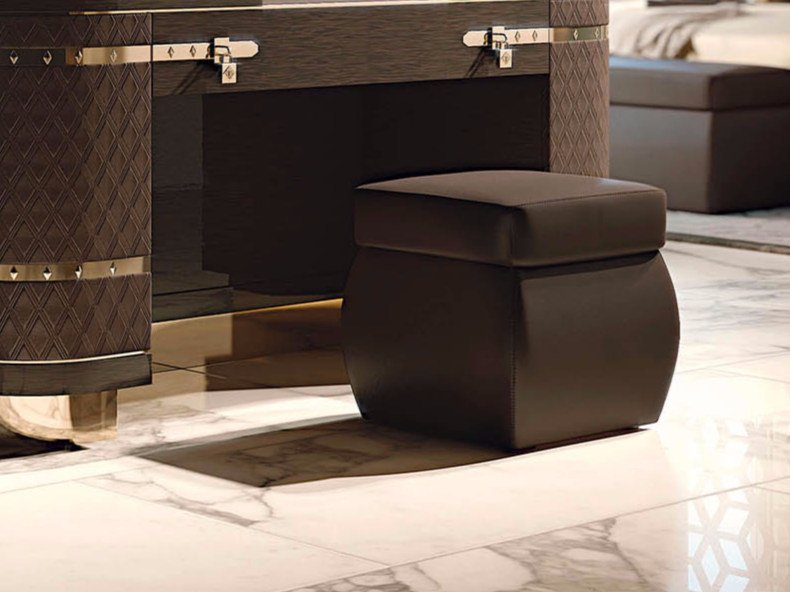 Upholstered square leather pouf DIAMOND | Square pouf by Turri