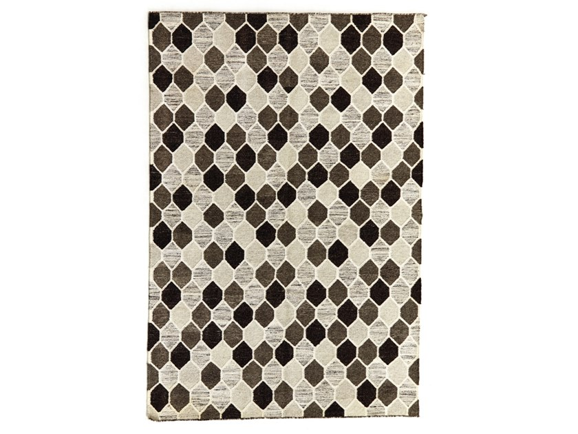 Patterned handmade rectangular wool and cotton rug DIAMONDS DR 218 by Kuatro