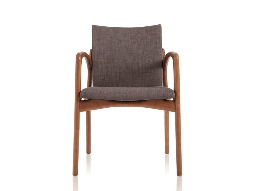 Sedia imbottita in tessuto con braccioli DINNA 148 by Sollos