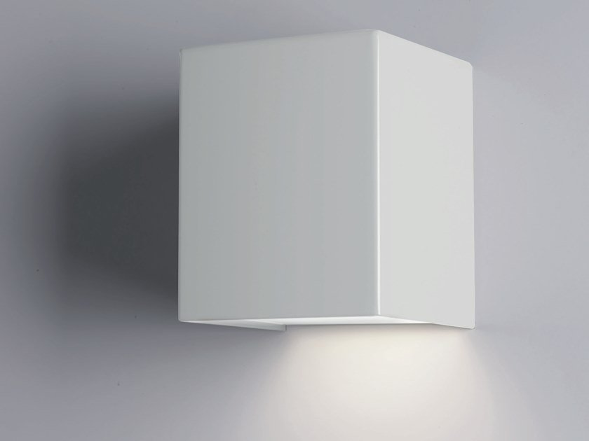 LED metal wall light CUBICK | Direct light wall light by Cattaneo