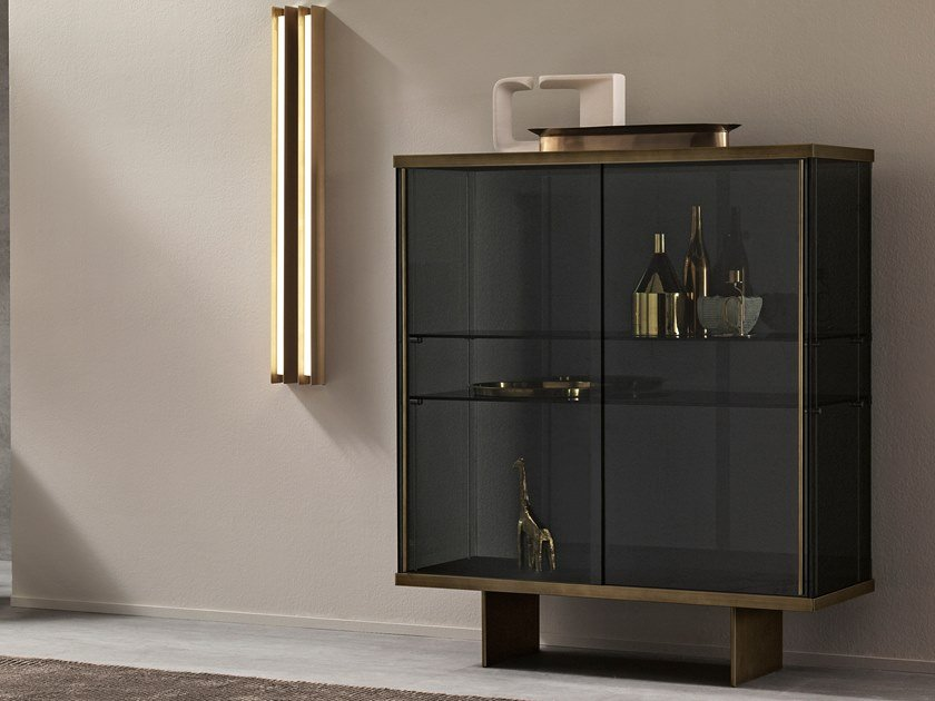 Glass display cabinet with integrated lighting EAST SIDE | Display cabinet by Tonelli Design