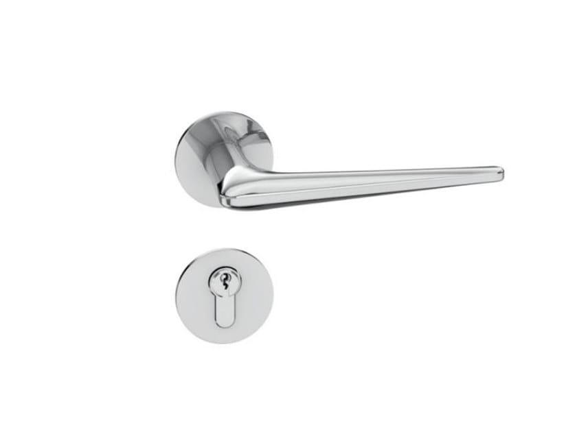 Stainless steel door handle on rose RANGE 250 | Door handle by HEWI