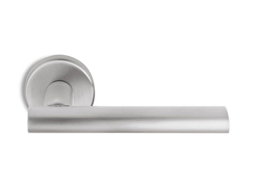 Contemporary style metal door handle on rose SMART | Door handle by Ento