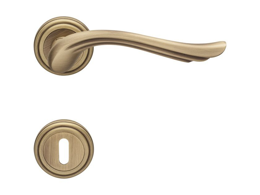 Brass door handle with lock ARIA | Door handle with lock by LINEA CALI'