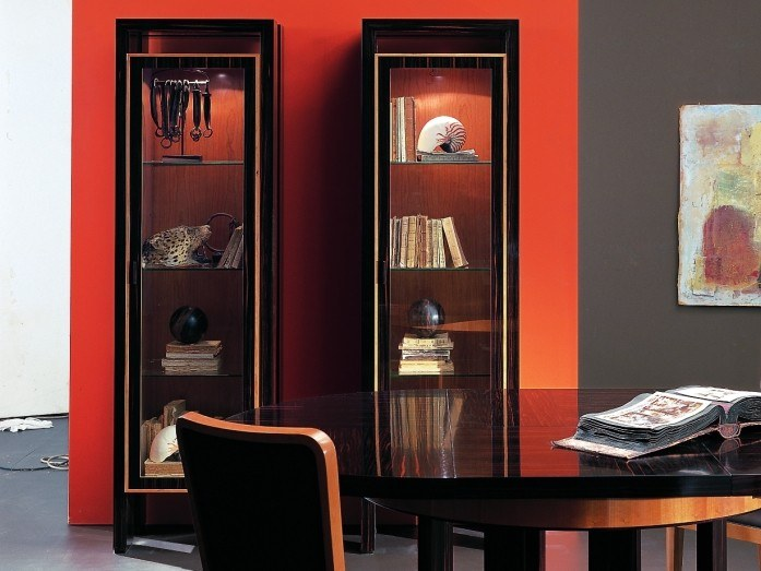 Wood and glass display cabinet E 1317 | Display cabinet by Annibale Colombo