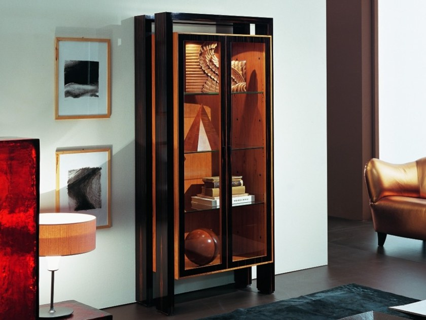 Wood and glass display cabinet E 1318 | Display cabinet by Annibale Colombo
