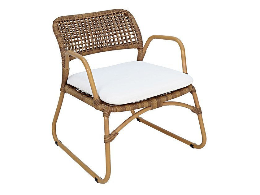 Sled base garden synthetic fibre easy chair with armrests SIAK | Easy chair by cbdesign