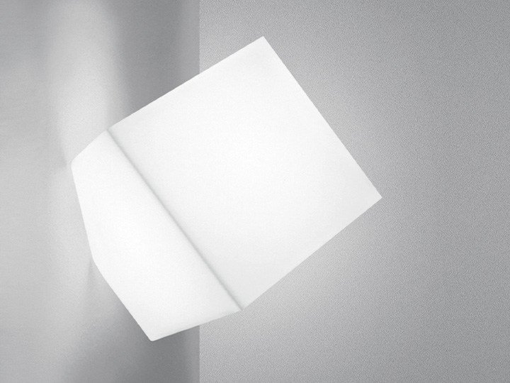Thermoplastic resin wall lamp EDGE | Wall lamp by Artemide