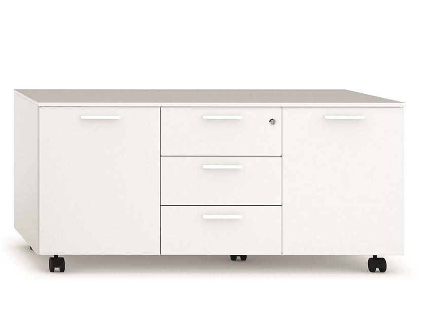 Mobile ufficio basso in legno con ante a battente EKO | Mobile ufficio by Bralco