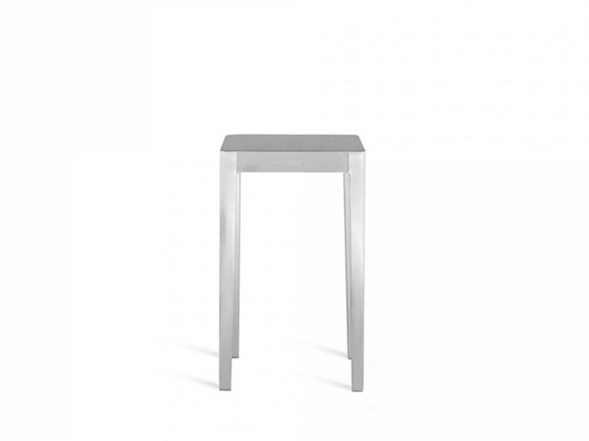 Tavolino in alluminio EMECO | Tavolino by Emeco