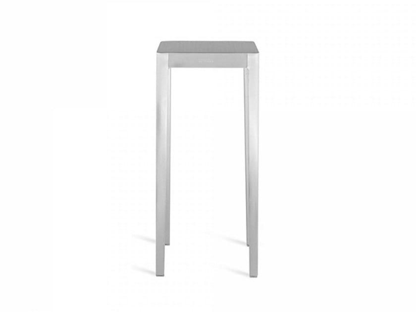 Tavolino alto in alluminio EMECO | Tavolino alto by Emeco