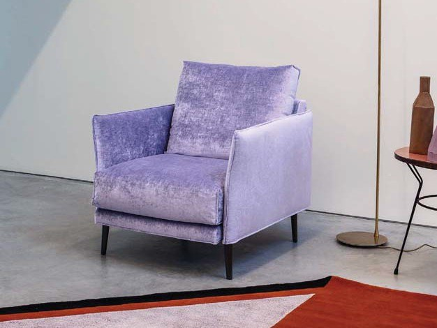Fabric armchair with armrests FINN | Fabric armchair by Twils Lounge