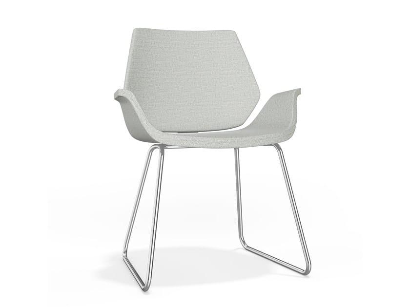 Gepolsterter Stuhl aus Stoff mit Kufengestell mit Armlehnen CENTURO I | Stuhl aus Stoff by Casala