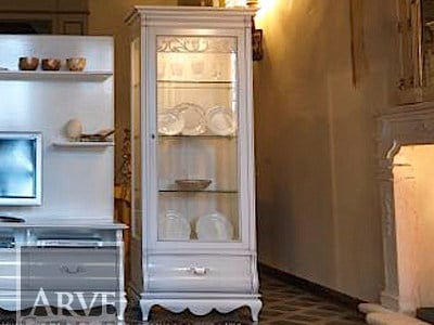 Solid wood display cabinet with integrated lighting FENICE | Display cabinet by Arvestyle