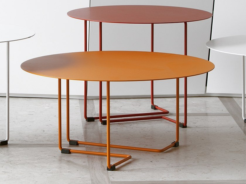 Low round powder coated steel coffee table FERRO 3 by spHaus