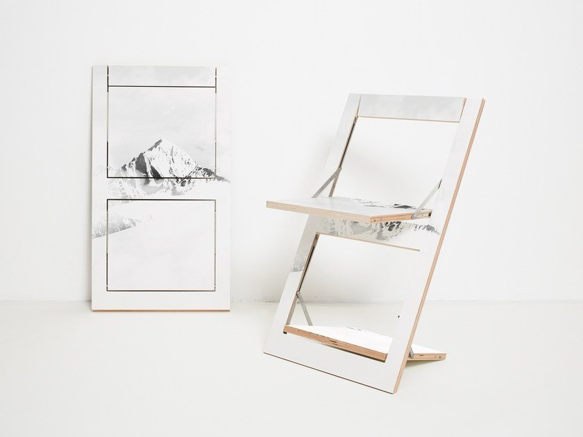 Folding plywood chair FLÄPPS FOLDING CHAIR - VALLUNARAJU by AMBIVALENZ