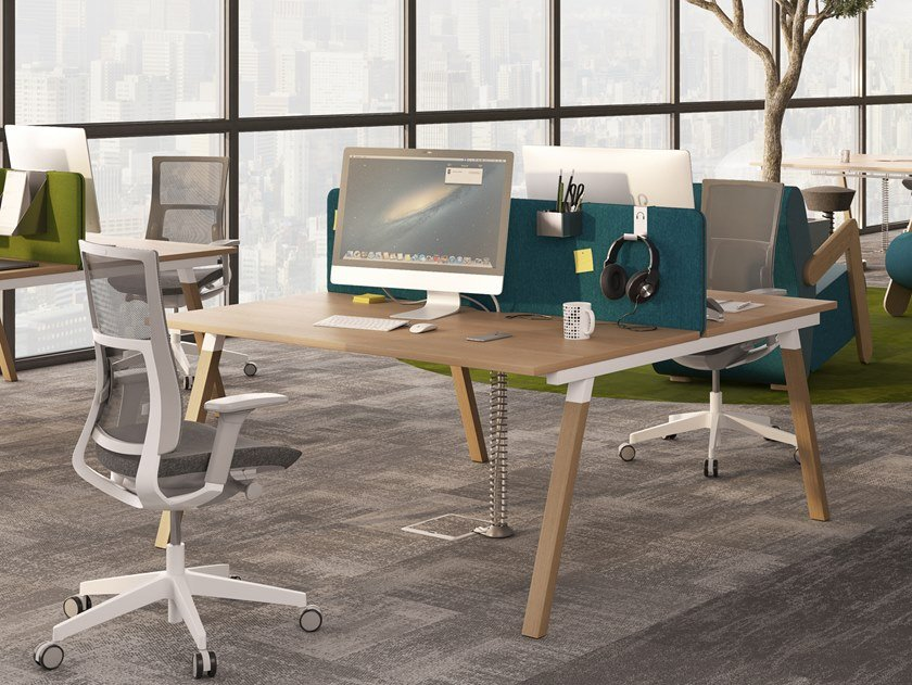Multiple office workstation with desk screens FLEXIDO | Office workstation with desk screens by Mikomax Smart Office