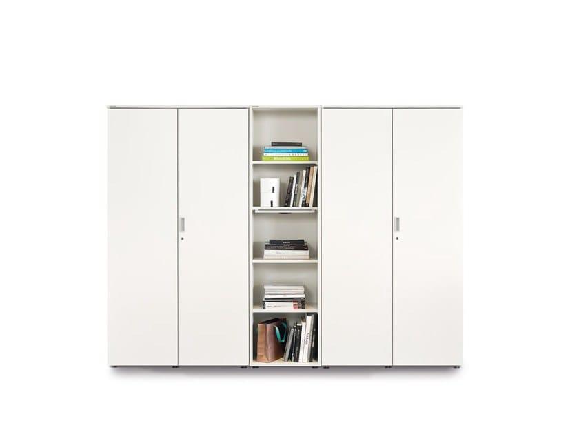 Mobile ufficio alto con ante a battente con serratura FLOAT_FX | Mobile ufficio modulare by Wiesner-Hager