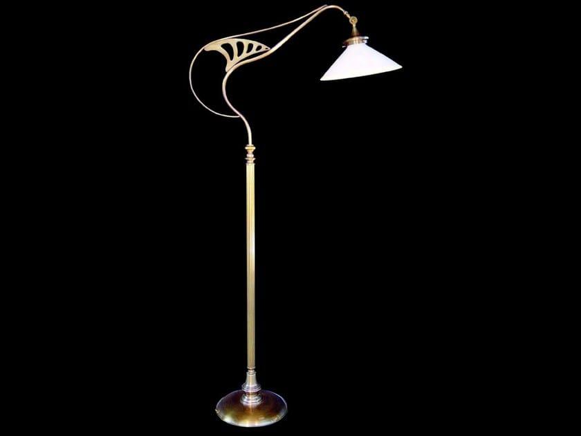 Lampada da terra a luce diretta in ottone GENOA | Lampada da terra by Patinas Lighting