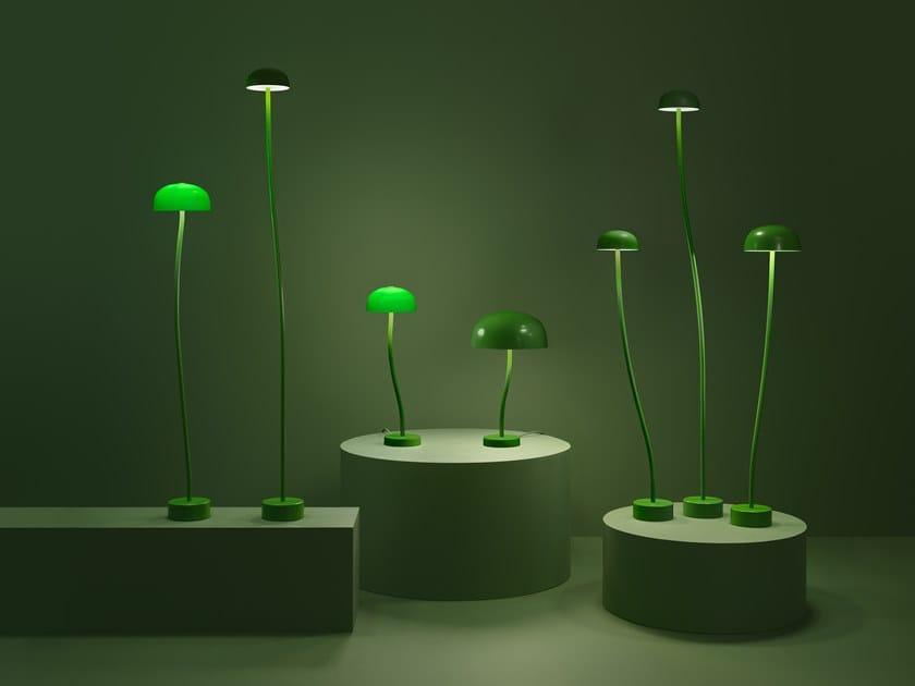 Lampada da terra a LED in metallo CURVE | Lampada da terra by ZERO