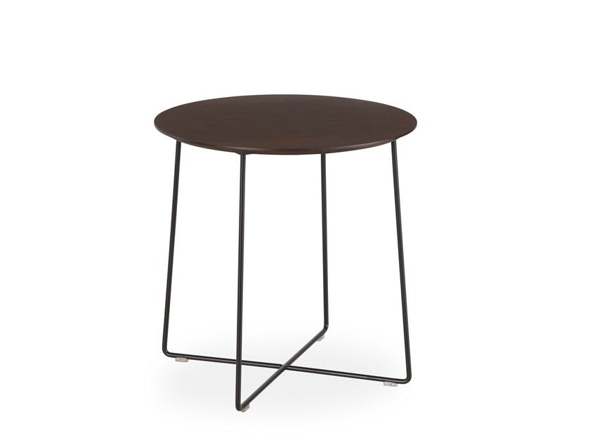Lacquered round side table FLY | Side table by B&T Design