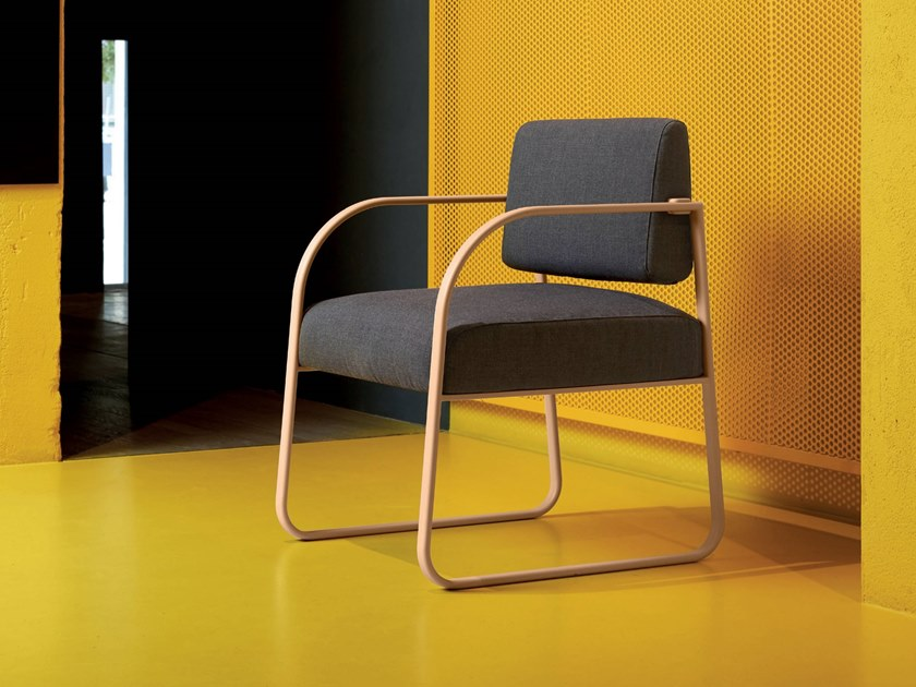 Sled base fabric guest chair FOUR SIDE by Quinti Sedute