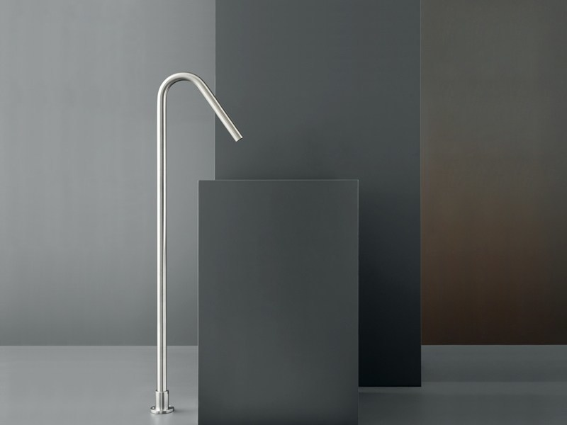 Free-standing spout for washbasin FRE 22 by Ceadesign