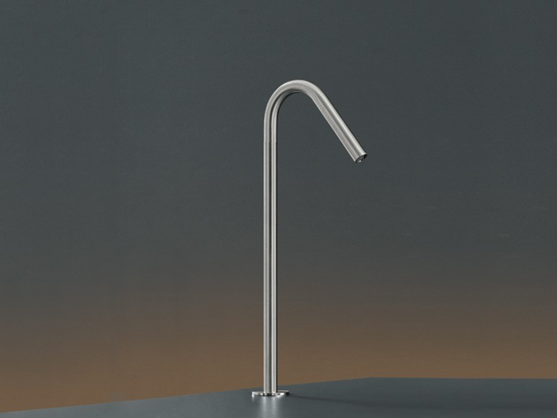 Deck mounted swivelling spout FRE 71 by Ceadesign
