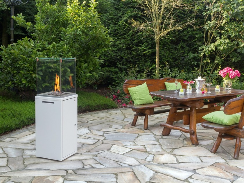 Gas outdoor fireplace with panoramic glass FUORA Q by SPARTHERM