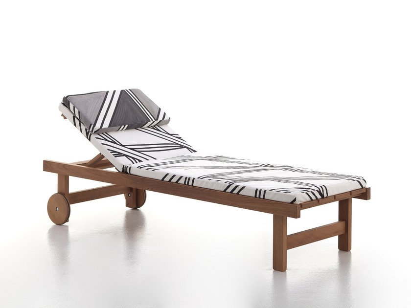 Iroko garden daybed with Casters CAPRI | Garden daybed by Very Wood